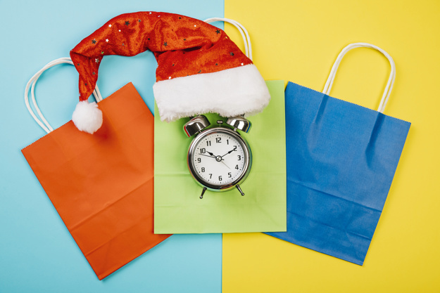 christmas-sales-concept-with-hat-alarm_23-2147730825